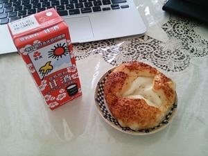 紀文の甘酒豆乳とチーズパン